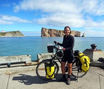 Devant le rocher Percé en Gaspésie